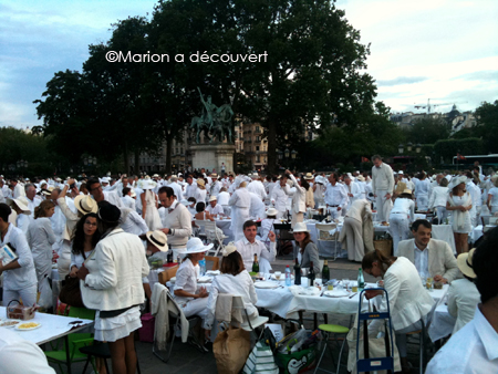Diner en blanc, comme un mirage en plein Paris…