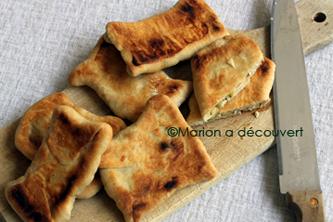 Mini naans indiens à la feta, courgettes et menthe