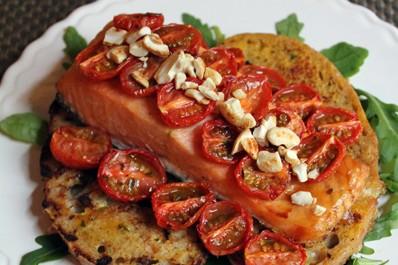 Idée de recette pour la St Valentin… Saumon aux tomates confites, pain perdu et noix de cajou