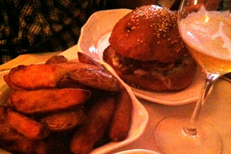 Restaurant Paris : Le beef club pour une burger night de luxe !