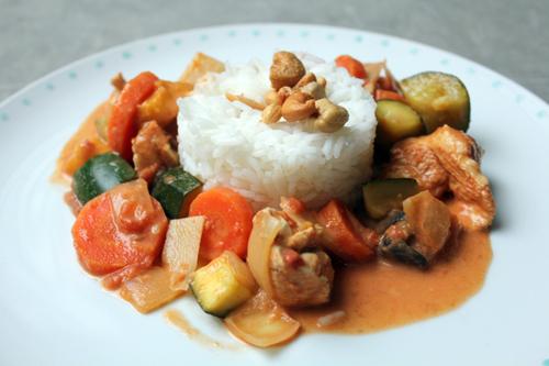 Curry léger de poulet, légumes et lait de coco