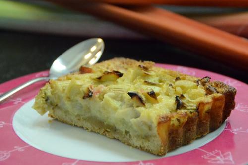 Tarte rhubarbe à la pâte sablée aux amandes démente !