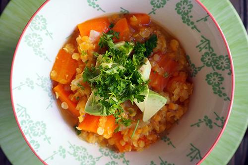 Soupe aux lentilles corail, carottes, gingembre et huile de coco