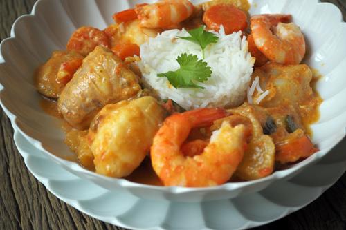 Curry de lotte, crevettes et petits légumes