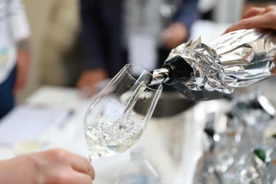 Le palais d'œnologues français pour le premier concours de saké en France
