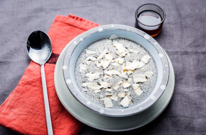 Pudding de graines de chia à la noix de coco et au sirop d'érable