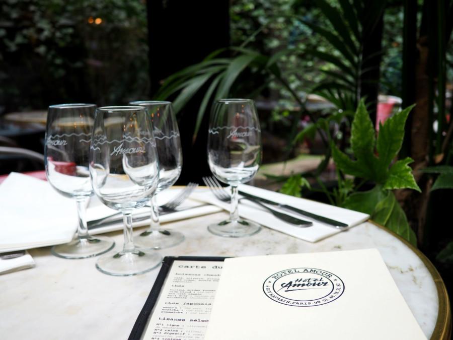Hôtel & Restaurant Paris : Viens mon chéri, on va à l'Amour.