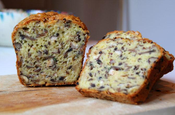 Cake aux champignons, comté, noisette et persil plat