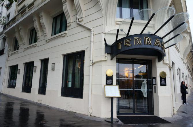 Petit déj et vue panoramique sur tout Paris au Terrass' Hotel