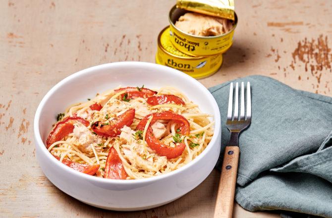 Spaghetti d'épeautre aux tomates rôties, thon, persil et chapelure citronnée