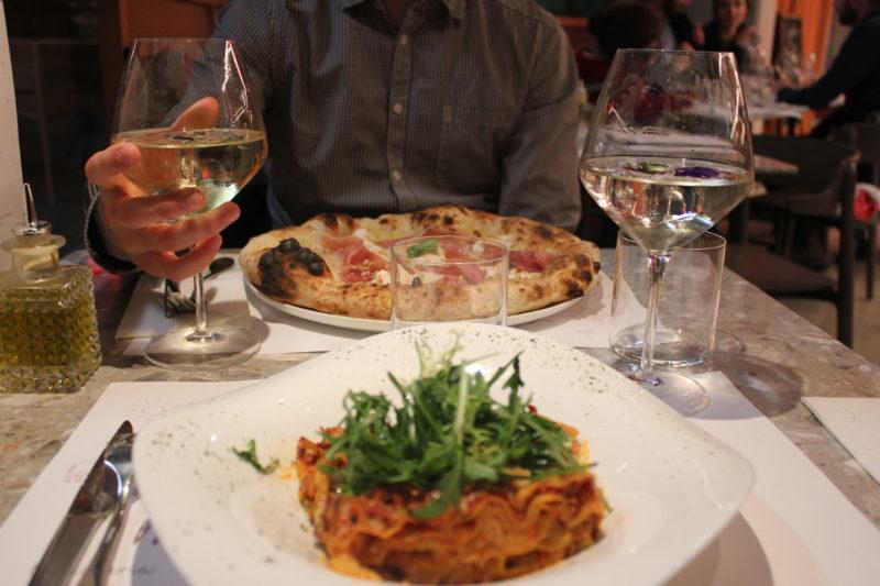 Metà e Metà, mi-pizzeria mi-épicerie